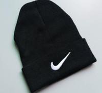 knitted hats 도매-디자이너 비니 섹시한 Pornhub 자수 아크릴 니트 겨울 모자 성인 남성 여자 머리 따뜻한 남자 여자 눈 Cap88
