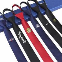 erkekler sıska kravat toptan satış-Erkek bağları tembel kravat fermuar ince siyah erkek kravat çiçek bağları 5 cm hazır ilmek tasarımcıları moda 2 adet / grup