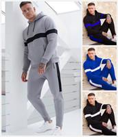 ingrosso vestiti di usura di disegno-Pantaloni sportivi da uomo di marca Abbigliamento casual Leggero design a righe di lusso con cappuccio Abito a due pezzi 2019 Pantaloni da jogger da polo firmati Pantaloni sportivi
