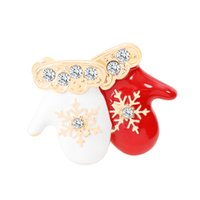 Wholesale christmas brooches for sale - Christmas Theme Brooch Pin Cute Delicate Red White Small Gloves Style Brooch Best Christmas Gift Accessories For Kids And Friends
