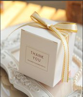 caixa branca do partido quadrado venda por atacado-Europeu Simples Atmosfera Quadrado Branco Caixas de Bombons Fontes Do Partido de Casamento Caixa De Embalagem Do Presente Do Bebê Mostrado Favores Saco de Presente