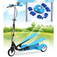 çift pedallı toptan satış-Kolay Binmek Çocuklar 2 Pedal Scooter Çift Pedallı Scooter Çift Fren Ve Müzik Işık Ile Ve Güvenlik Kask 7 Güvenli