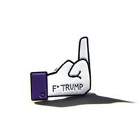 karikaturkragenhemd großhandel-Trump Finger Brosche Cartoon Pins Trump Männer Und Frauen Legierung Öl Tropfen Jacke Hemdkragen Revers Pin