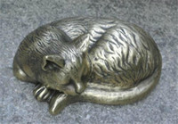 ingrosso ornamenti giardino gatti-Ottone fuso Gatto addormentato Metallo dorato Statuetta animale Statua Cortile Cortile Giardino Arredamento esterno Paese Ornamento Scrivania Bronzo Antico