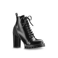 preto para borracha venda por atacado-Sapatos de grife Ankle Boots de Couro Estrela Trail Mulher Moda Alta saltos Chunky Couro Preto Laços de Coração de Sola De Borracha De Luxo Martin Botas