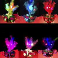vengadores mascarillas de plastico al por mayor-Máscara veneciana LED para mujer Disfraz de disfraces Máscaras de plumas de princesa para carnavales de Halloween Máscara de baile de disfraces