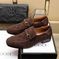 zapatos a juego bolsas marrón al por mayor-2019 Mens Luxury G Designer Ace Zapatos de vestir negros Marrón Gamuza de cuero Mocasines casuales Los hombres se deslizan en los zapatos Oxford puntiagudos con caja