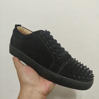 zapatos de diseño casual para hombres al por mayor-Zapatillas de deporte rojo de diseño zapatos escotados Spikes Pisos inferior para las zapatillas de deporte de cuero Hombres Mujeres Zapatos casual con la bolsa para polvo