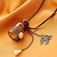 schmetterlingsseil großhandel-Glasflasche Aromatherapie Ätherisches Öl Diffusor Halskette Medaillon Anhänger Vintage geschnitzte kleine Daisy Leder Seil Perle Schmetterling Halskette