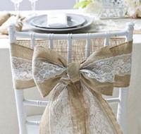 silla de banquete de boda cinta al por mayor-silla de boda fajas cintas cubre encaje arpillera bowknot romántico yute silla corbata arco rústico boda fiesta navidad cumpleaños banquete decoración suministros