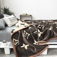 mantas de calidad al por mayor-Manta de lujo Mantas de estrangulamiento clásico Buena calidad amarillo 200 * 230 cm Mantas para cama Sofá BL02