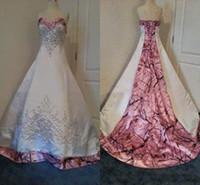 bordado de cristal para vestidos de novia al por mayor-Bordado con cuentas Camo rosado Vestidos de novia con cordones Volver Vestidos de novia de cristal Vestidos de boda de satén Realtree con tren de la corte