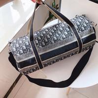 porter sac de sport achat en gros de-Sacs à main designer de luxe grande capacité voyage sacs 2019 vente qualité hommes épaule sacs polochons porter sur bagage keepall bas