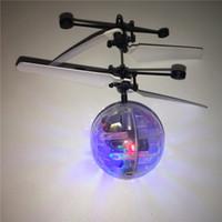 fliegende spielzeuge großhandel-RC Spielzeug Flying Ball Hubschrauber LED-Beleuchtung Sensor Aufhängung Fernbedienung Flugzeuge blinken surrend Ball Eingebaute Shinning Ostergeschenke