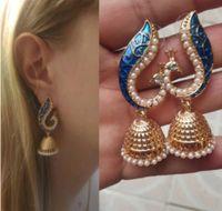 conjuntos de joyas de oro blanco indio al por mayor-Encanto indio blanco perla de múltiples capas de oro Jhumka pendientes Jhumki conjunto de joyas étnicas