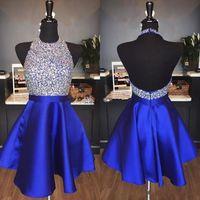 mavi payet kısa homecoming elbisesi toptan satış-Kraliyet Mavi Saten Backless Mezuniyet Elbiseleri Jewel Halter Sequins Kristal Backless Kısa Gelinlik Modelleri Sparkly Kırmızı Parti Elbiseler
