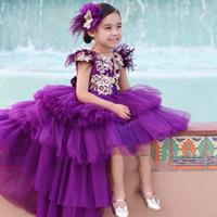 sevimli mor parti elbiseleri toptan satış-2020 Sevimli Yüksek Düşük Mor Kız Yarışması Elbise Prenses kap Kol Altın Aplikler Uzun Bebek Çocuk Çiçek Kız Parti Balo Abiye İçin Çocuk