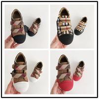 çocuklar için serin çıkartmalar toptan satış-BURBERRY Çocuklar Sandalet 2018 Yaz Yeni Desen çocuk Sihirli Sticker Kauçuk Yumuşak Alt Rahat kaymaz Tek Çocuk ayakkabı Serin