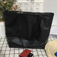 bolso de compras negro al por mayor-Bolso de mano de diseñador de marca street large shopper Bolso casual de moda clásico negro Bolso esmerilado envío gratis # 2019