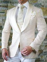 weiße kerbe revers bräutigam smoking großhandel-2020 Fashion White Hochzeit Smoking Lace Bräutigam Outfit Anzüge Revers Groomsmen Prom Party Homecoming Kleidung (Jacke + Hose) Maßgeschneiderte 3