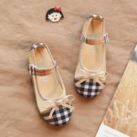 ayakkabılar kelebekler toptan satış-Bebek Ayakkabıları Bahar Yaz Yumuşak Sole Kız İlk Walkers 2 Renkler Moda Ekose Bebek Kız Ayakkabı Kelebek-düğüm Kız Çocuklar ayakkabı