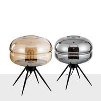 mesa moderna italia al por mayor-Sencillas lámparas de mesa modernas Nordic Creative Glass Lámpara de mesa pequeña Dormitorio de cabecera Estilo chino Lámpara de mesa Lámpara de mesa Sala de estar Luces de escritorio