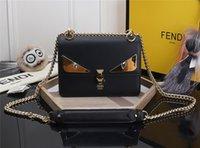 rote handtaschen zum verkauf großhandel-Frauen Schwarz Leder Messenger Bags Mode Vintage Messenger Cool Schädel Nieten Umhängetaschen sac a main bolsa