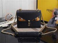 diseñador de bolso blanco negro al por mayor-Las mujeres de cuero negro bolsas de mensajero de moda vintage mensajero fresco calavera remaches bolsas de hombro sac a principal bolsa