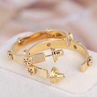ingrosso orecchino europeo del cerchio-Lussuosi gioielli europei e americani di alta qualità con marchio New Fashion Hollow hoop fascino perle borchie orecchino di rame T lettera orecchini all'ingrosso