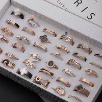 большие стразовые кольца для женщин оптовых-Модные розовое золото титана стальное кольцо Большой Четверки-лист Женщины и мужчины Стразы кольца Mix Различные модели титана стали Tail ювелирные изделия кольца