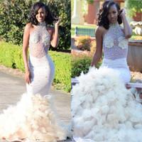 kızlar yular top elbiseleri toptan satış-Ruffles Mermaid Beyaz Gelinlik Modelleri Siyah Kızlar Için Örgün Akşam Parti törenlerinde Pageant Elbise Illusion En Boncuklu Halter Boyun Uzun Vestidos