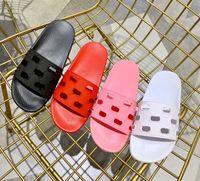 sandalet kes toptan satış-AW19 öncesi koleksiyonu bayan moda tasarımcısı spor havuzu kauçuk slayt sandalet imza ile logo desen flats terlik cut-out