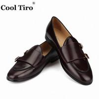 zapatos casuales marrones frías al por mayor-Cool Tiro Cuero Pulido Mocasines Monje Hombres Mocasines Fumadores Zapatillas Zapatos de vestir de boda Pisos Zapatos Casual Negro Marrón # 115708