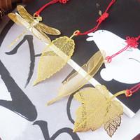 proveedores de marcadores de metal al por mayor-Hoja de oro hueca Marcadores de boda de metal Latón creativo Marcadores de metal Libélula mariposa titular de la página Portador de regalo de boda barato