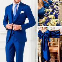 mens royal azul novio esmoquin al por mayor-Royal Blue Two Buttons Fitted Men Groom Tuxedos Peak Lapel Groomsmen Best Man Trajes Trajes de boda para hombre (chaqueta + pantalón + chaleco + corbata)