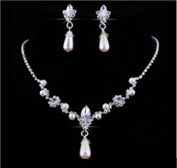 conjunto de joyas de novia perla al por mayor-Venta caliente de cristal Drop Pearls collar plateado plata Pendientes de imitación Conjuntos de joyas de boda para novia Damas de honor mujeres Accesorios nupciales