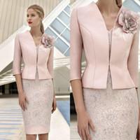 rosa jacken outfits großhandel-Elegante rosa Mutter der Braut Kleider mit Jacke Spitze applizierten Perlen Hochzeitsgast Kleid knielangen formale Mutter Outfit Prom