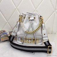 sacos de balde preto branco venda por atacado-Nova moda da senhora de um ombro diagonal saco de couro balde saco de designer Bao Tide Baitao número preto e branco: 60266.
