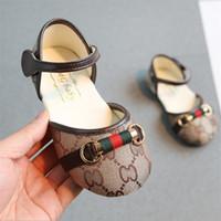 sandálias bebê recém-nascido venda por atacado-Sapatos de bebê recém-nascido 2 cores Primeiros Caminhantes Infantil Crianças Moda Meninas sandálias de Bebê Menina Macia Sola Sapatos de grife sapatos AJY725