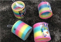 regenbogenkreis spielzeug großhandel-Kinderspielzeug Magic Plastic Slinky Rainbow Spring Bunte neue Kinder lustige klassische Spielzeug zufällige Farbe Rainbow Circle Coil Elastic Flow Ringe