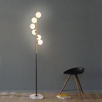 piso de led para casa al por mayor-Nordic Lámparas de pie simples para la sala de estar Lámpara de pie de bola de cristal Luz de oro Dormitorio Arte creativo Decoración para el hogar Accesorios de iluminación