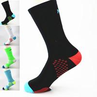 мужские спортивные носки оптовых-Pro Mens Womens Road Cycling Ankle Sports Socks Riding Dot Breathable Socks Basketball Climbing