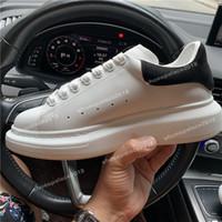 zapatos de cuero de calidad para hombre al por mayor-Moda Lujo Clásico Zapatos casuales Plataforma Entrenador de cuero Hombres Mujeres Azul marino Piel de serpiente Zapatillas 3M Chaussures de terciopelo De calidad superior con caja