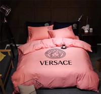 pembe kız yatakları toptan satış-Pembe Serisi Moda Logo Yatak Takım Elbise Yeni Tüm Pamuk Mektup Baskı Tanrıça Yatak Takım Elbise Bahar Yaz Kız Yatak Örtüsü