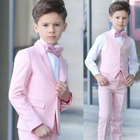 pajarita rosa niños al por mayor-Boy 4 piezas Traje rosado Tuxedos de boda Solapa pico Un botón Boy Ropa formal Trajes de niños para fiesta de graduación por encargo (Blazer + Pants + Vest + Bow Tie