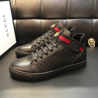 Wholesale best light box resale online - Best Hot Luxury Leather Casual Shoes Women Men Designer Sneakers Shoes Leather Lace Up Run Away Shoe Mixed Color With Box