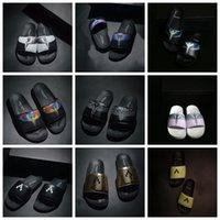 vadrouilles achat en gros de-2019 Chaussures design MB Marcelo Burlon Beach Hotel Mop intérieur Beach d'été Pantoufles plates d'intérieur Maison Tongs sandale noir blanc avec boîte