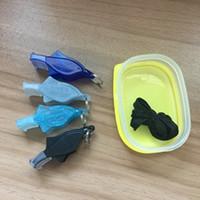 nouveaux gadgets de plein air achat en gros de-Nouveau sifflet de sécurité de survie en plein air en plastique en forme de dauphin avec lanière en métal couleur mélangée avec porte-clés corde extérieure Gadgets LJJZ590