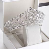 coroa de ouro venda por atacado-2019 Luxo Casamento Acessórios Para o Cabelo De Noiva Em Estoque Strass Noiva Coroas Mulheres Cerimônia Formal Jóias Com Caixa
