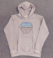 männer graues sweatshirt großhandel-PATAGONIA Herren Hoodie High Fashion Herren Designer Hoodies Patagonia Hellgrau Bedrucktes Langarm Sweatshirt S - 2XL